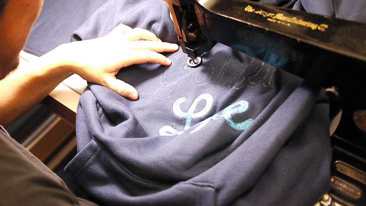 チェーン刺繍 スウェットパーカ